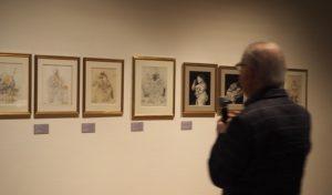 Fernando Botero bij een serie tekeningen in Kunsthal Rotterdam foto Wilma Lankhorst