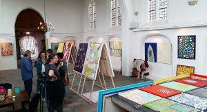zaaloverzicht 3 Kerkje Persingen duo expo Jo en Josie Debije foto Wilma Lankhorst