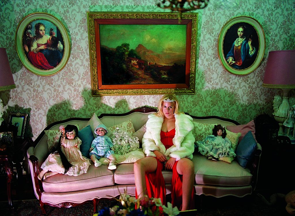 Ricas y famosas (2000) ©Daniele Rossell (Mexico) coll Reydan Weiss