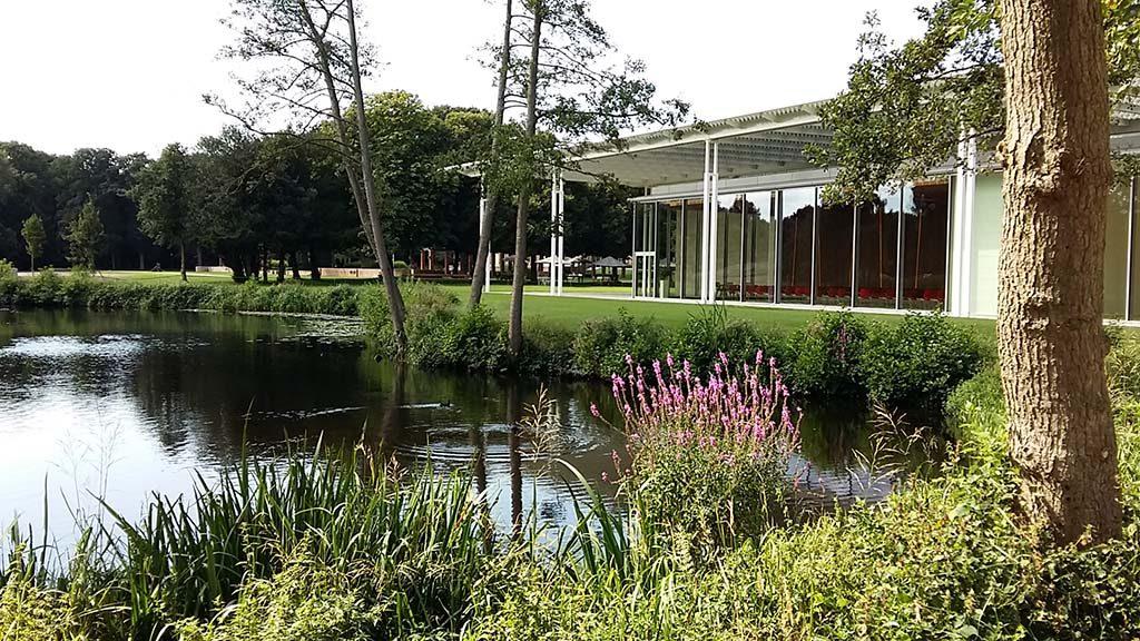 blog-Voorlinden-Museum-en-Gardens-zicht-op-auditorium-foto-Wilma-Lankhorst.