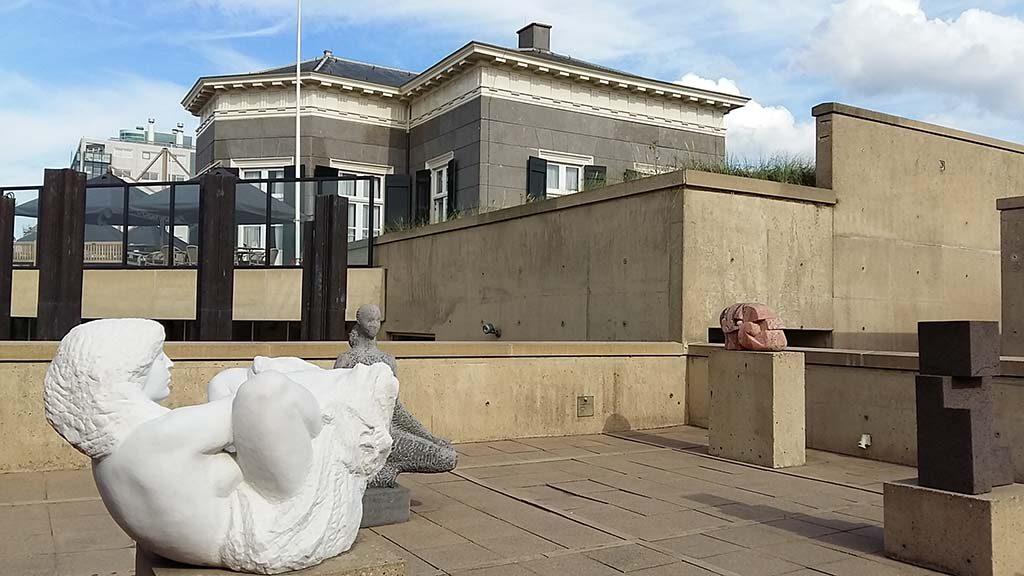 Museum Beelden aan Zee detail-beeldenterras-links-Danae-1981-Aart-Schonk-foto-Wilma-Lankhorst