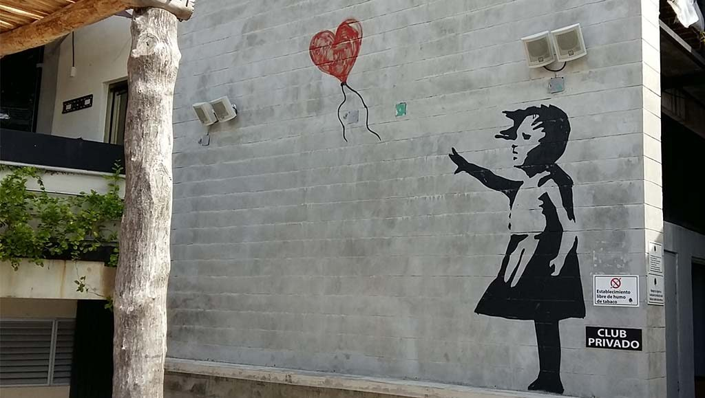 Banksy-Girl-with-Balloon-in-Cancun-copy-cat-foto-Wilma-Lankhorst