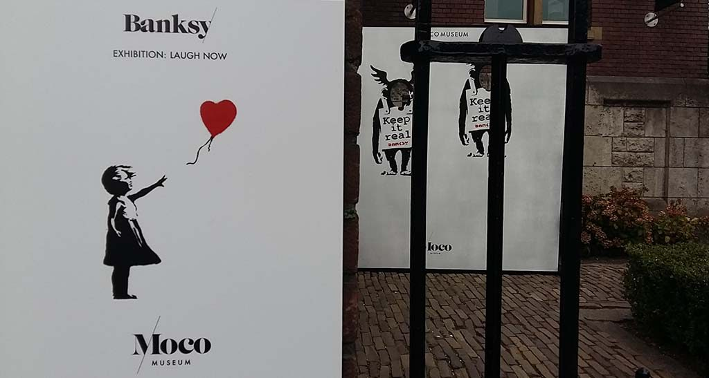 Banksy- entrance -girl-with-balloon-MOCO-Museum-Amsterdam-foto-Wilma-Lankhors