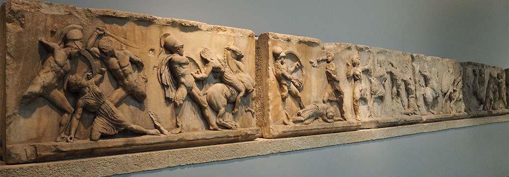 Zaal-21-Amazone-fries-Mausoleum-Harlicarnassus-coll.-British-Museum-foto-Wilma-Lankhorst