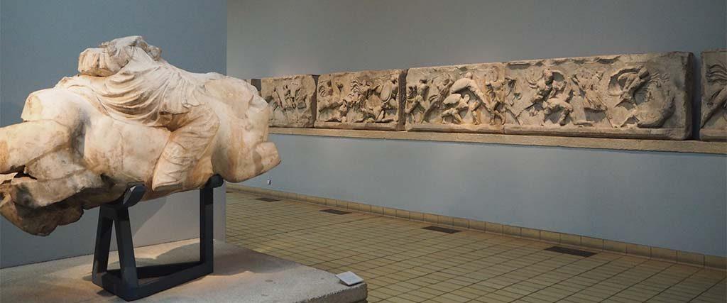 Zaal-21-Amazone-fries-Mausoleum-Harlicarnassus-coll.-British-Museum-vrouwelijke_gladiatoren-foto-Wilma-Lankhorst.