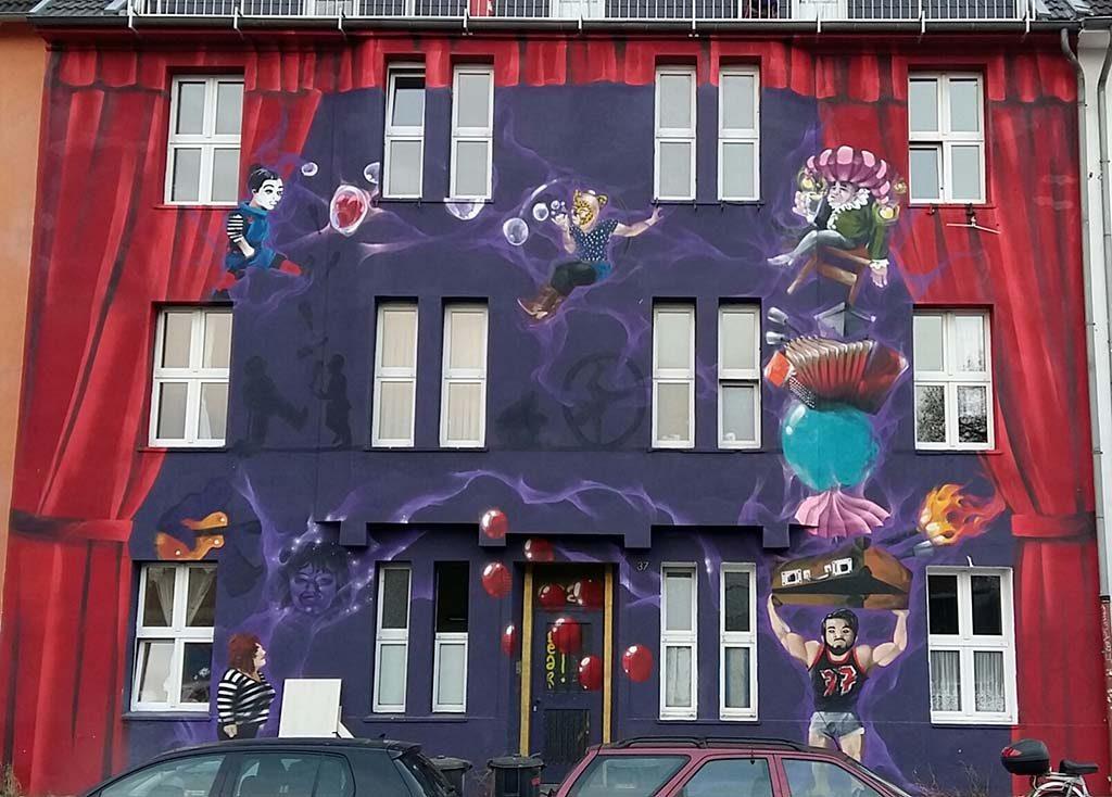 Achter het gordijn Dusseldorf-Kieferstrasse-Street-art-Behind-the-curtain-foto-Wilma-Lankhorst