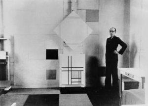 Mondriaan-in-zijn-atelier-in-Parijs-1933.-Foto-Charles-Karsten.-Collectie-RKD_denHaag