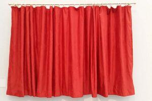 Achter-het-gordijn-3-Rote-Vorhang-Hans-Peter-Feldmann-1941-Museum-Kunstpalast-Dusseldorf-foto-Wilma-Lankhorst