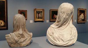 Achter-het-gordijn-4-zaaloverzicht-4-marmeren-vrouwen-buste-Antonio-Carradini-1688-1752-Museum-Kunstpalast-Dusseldorf-foto-Wilma-Lankhorst