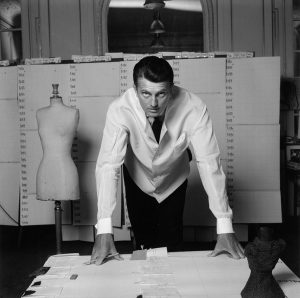 Hubert-de-Givenchy-1960-Foto_-Robert-Doisneau_-courtesy-Hubert-de-Givench