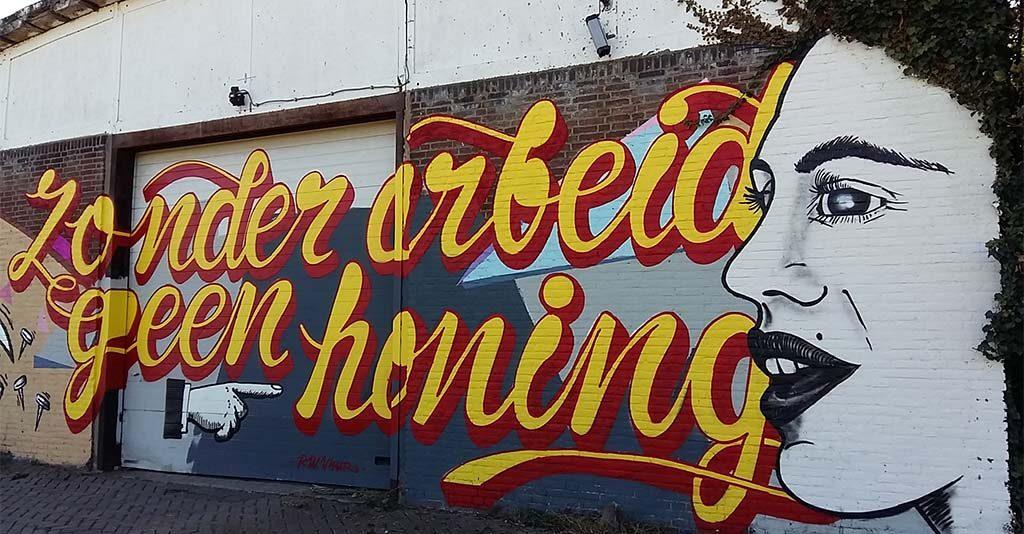 Street-Art-Nijmegen-Waalbanddijk-colectief-Verfbaar-zonder-arbeid-geen-honing-Fred-de-Imker-foto-Wilma-Lankhorst