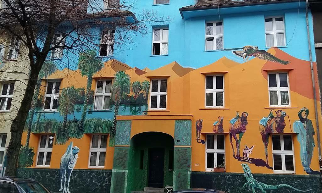 Düsseldorf-Kiefernstrasse-Kamelen-in-de-Kiefernstrasse-foto-Wilma-Lankhorst.
