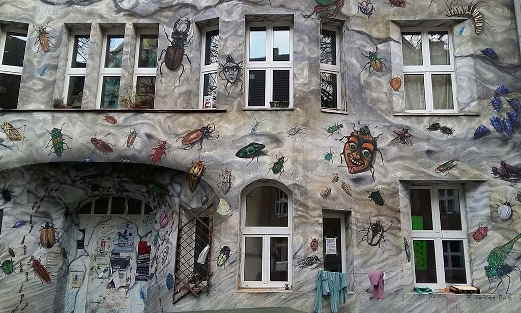Dusseldorf-Kiefernstrasse-Insectenhuis-Kiefernstrasse-foto-Wilma-Lankhorst
