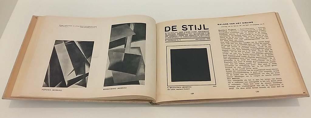 De-Stijl-in-het-Stedelijk_De-Stijl-tijdschrift-_foto-Wilma-Lankhorst.