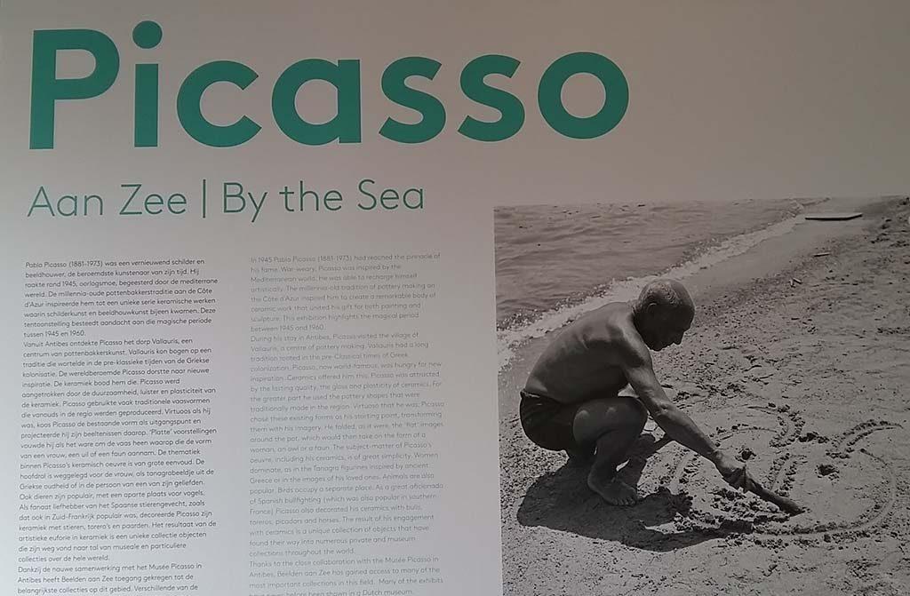Picasso-aan-Zee-foto-Picasso-op-het-strand.