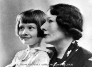 Audrey-Hepburn-en-haar-moeder_uit-familiecollectie-erven-Hepburn