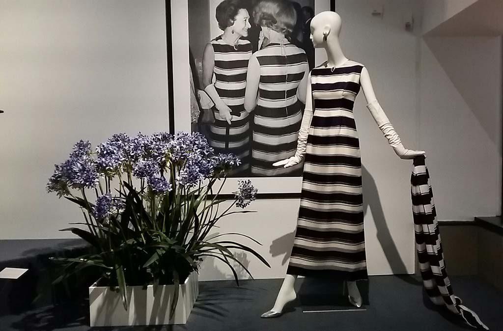 To Audrey with-love Gemeentemuseum-Den-Haag-zaaloverzicht-_ontwerp-voor-de-gravin-van-Windsor-1966foto-Wilma-Lankhorst.