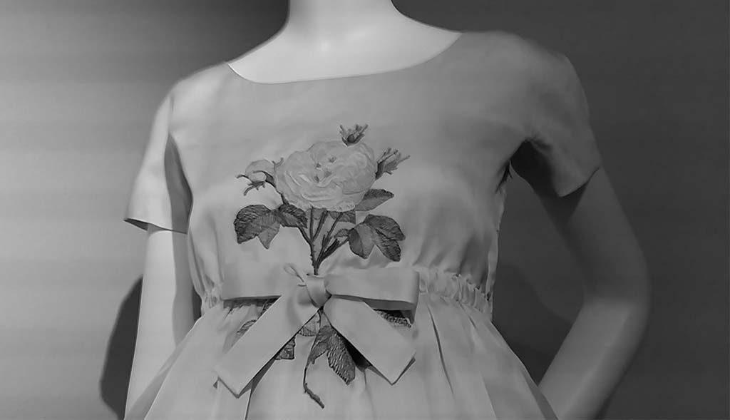 To-Audrey-with-Love-door-Hubert-de-Givenchy-jurk-bij-doop-Sean-1960_Gemeentemuseum-Den-Haag-foto-Wilma-Lankhorst
