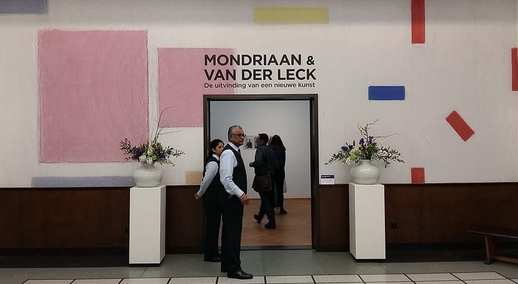Bart van der Leck Mondriaan en Bart van der Leck entree-expo Gemeentemuseum Den Haag 2017