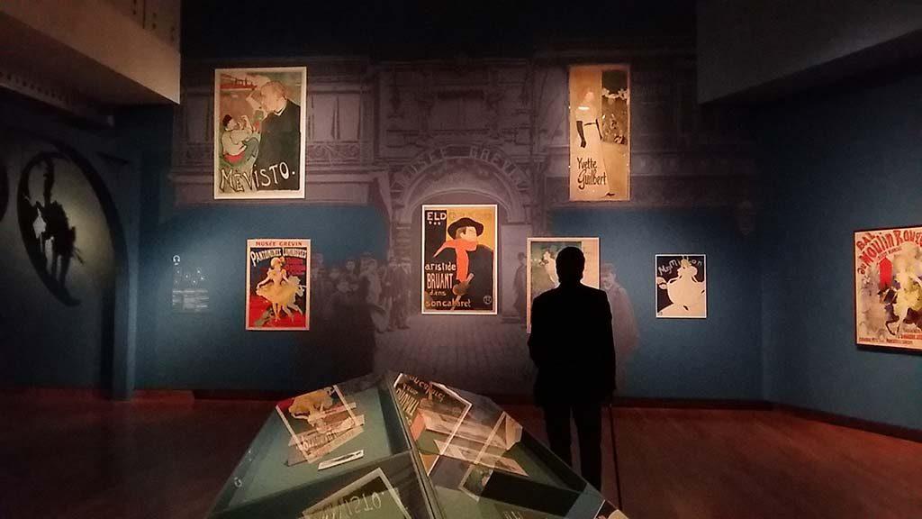Prints in Parijs-2e-etage-wand-met-affiches-Van-Gogh-Museum-foto-Wilma-Lankhorst.