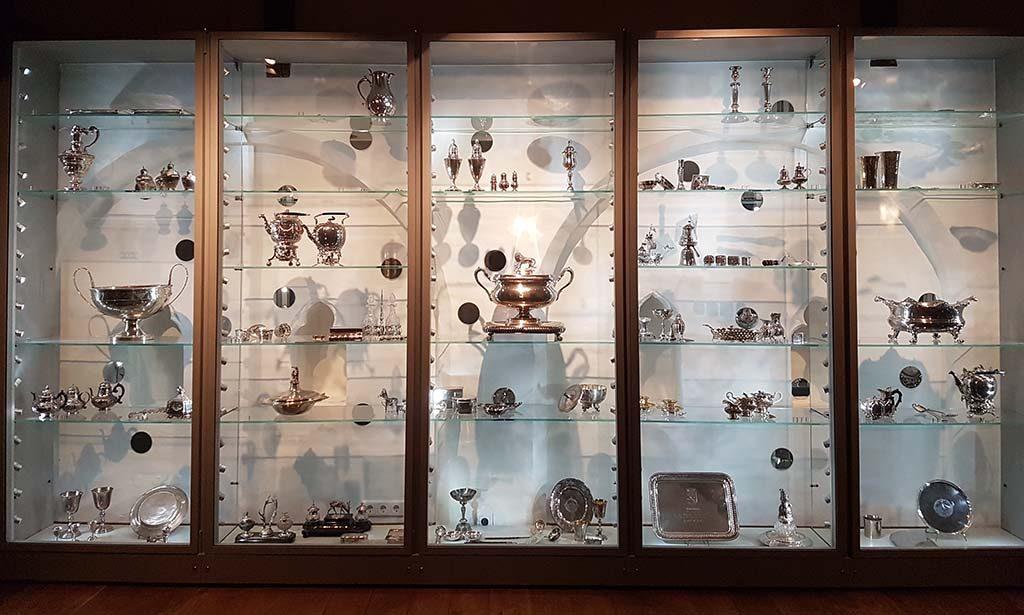 Zeeuws-Museum-2017-Kleedkamer-Louise-de-Colligny-kast-met-zilver-foto-Wilma-Lankhorst