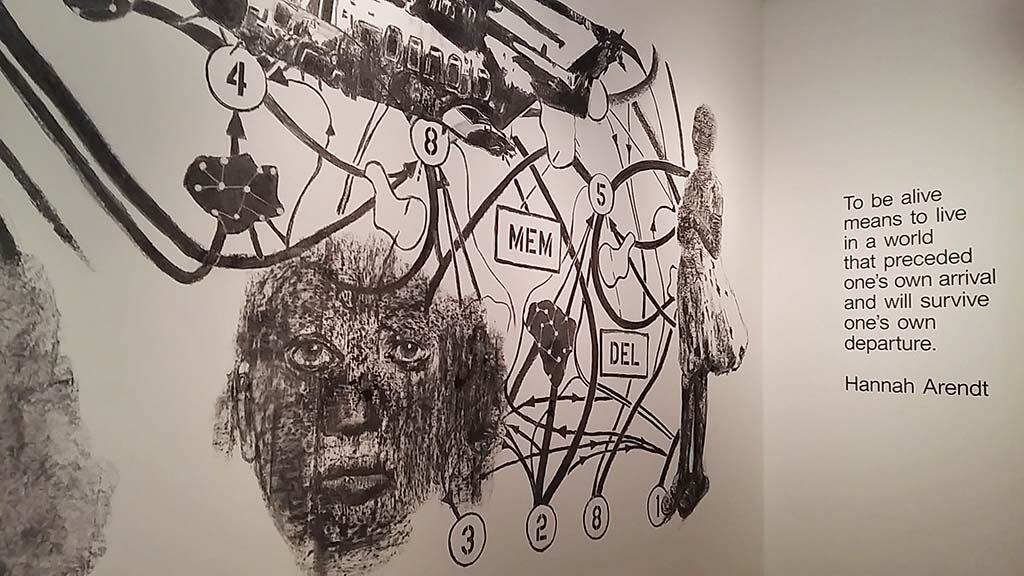 Nalini-Malani-muurschilering-bij-ingang-expo-Stedelijk-Amsterdam-foto-Wilma-Lankhorst