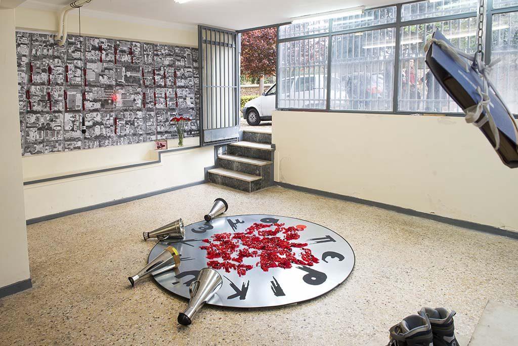 Zygouri_Round_Up_Installationview_Museum_Madra_Blokou_Kokkinias_©_Angelos_Giotopoulos