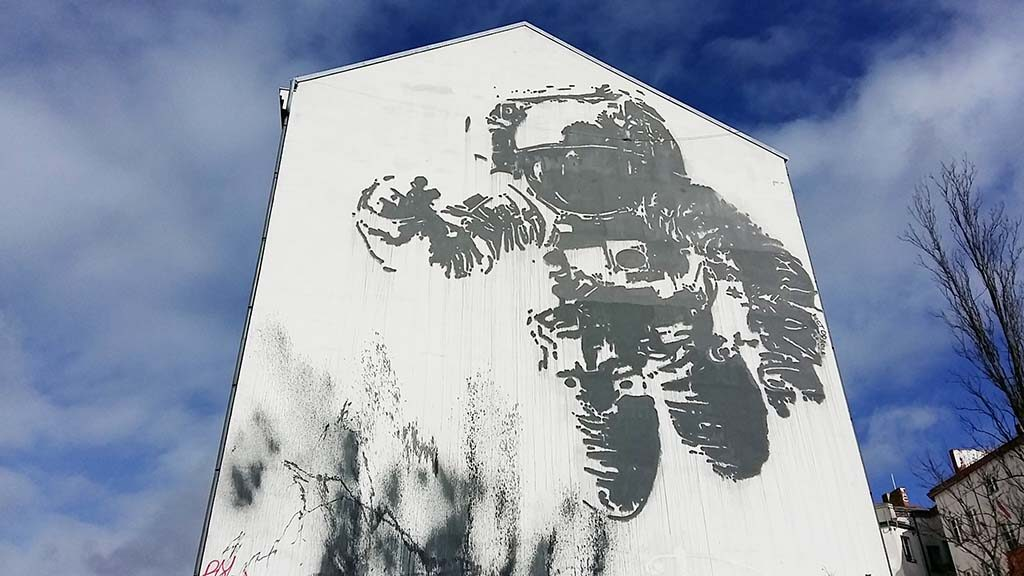 Street-Art-Berlijn-Kosmonaut-Victor-Ash-foto-Wilma-Lankhorst