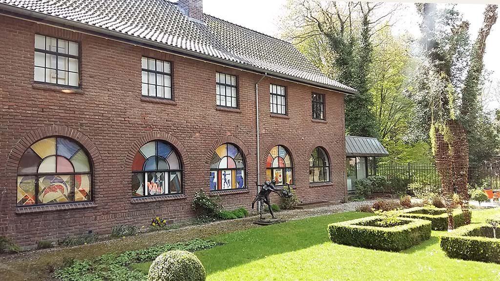 Theo-van-Doesburg-Museum-Drachten-de-binnentuinfoto-Wilma-Lankhorst