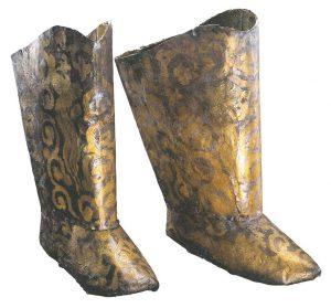 The-Great-Liao_verguld-zilveren-laarzen-uit-graf-van-de-prinses-van-Chen-1018-n-Chr-Drents-Museum-Assen
