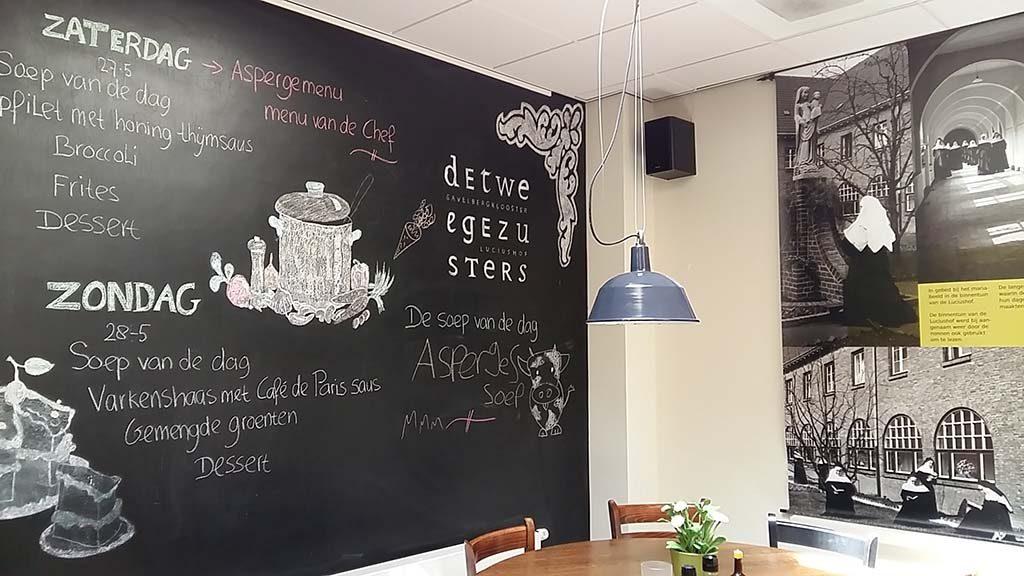 Heerlen Pauze-moment-bij-Brasserie-de-Twee-Gezusters-foto-Wilma-Lankhorst.