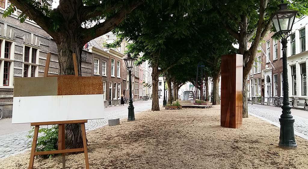 Leiden-Beelden-in-Leiden-overzicht-Hooglandse-Kerkgracht-foot-Wilma-Lankhorst