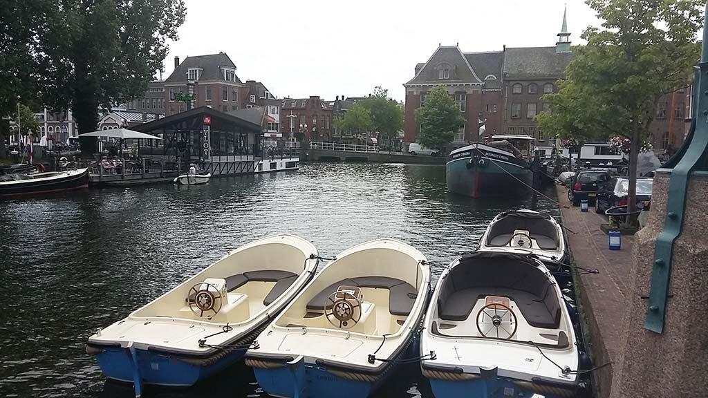Leiden In Stijl Galgewater uitzicht woonhuis Theo van Doesbug foto Wilma Lankhorst