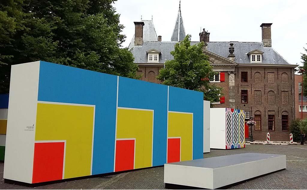 Leiden-In-Stijl-sfeerbeeld-Pieterskerkhof-Openluchtmuseum-de-Lakenhal-vrouwen-aan-het-werk-foto-Wilma-Lankhorst
