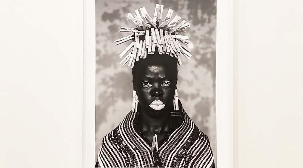 Wereldreis-Zuid-Afrika-serie-Bester-Mayotte-2015-©Zanele-Muholi-haar moeder als de-wasvrouw-Stedelijk-Museum-foto-Wilma-Lankhorst