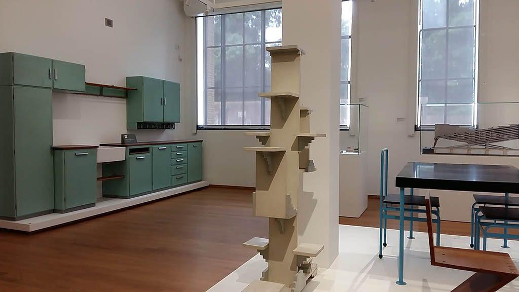 Architectuur-en-Interieur-overzicht-met-l.-Bruynzeel-keuken-foot-Wilma-Lankhorst.