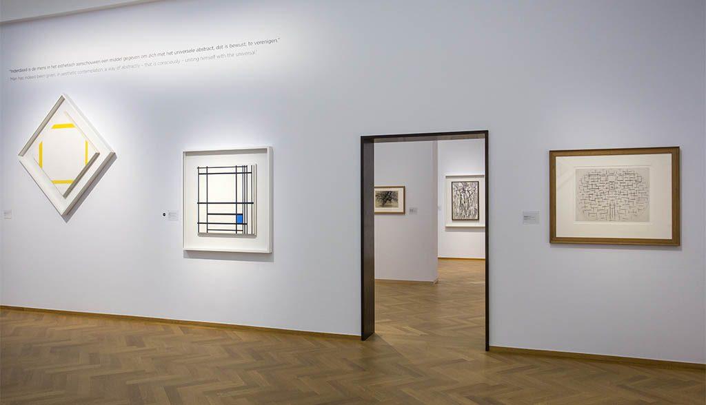 -De-Ontdekking-van-Mondriaan-zaaloverzicht-9-De-Stijl-en-de-Nieuwe-Beelding-ritme-foto-Gemeentemuseum-Den-Haag