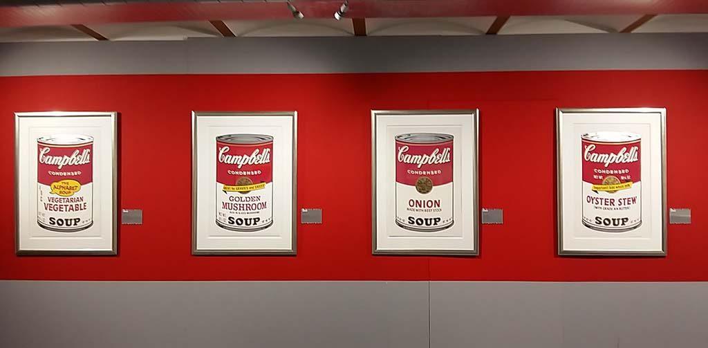 Andy Warhol in Beurs-van-Berlage-Amsterdam-deel-uit-serie-CAmpbell-soep-foto-Wilma-Lankhorst
