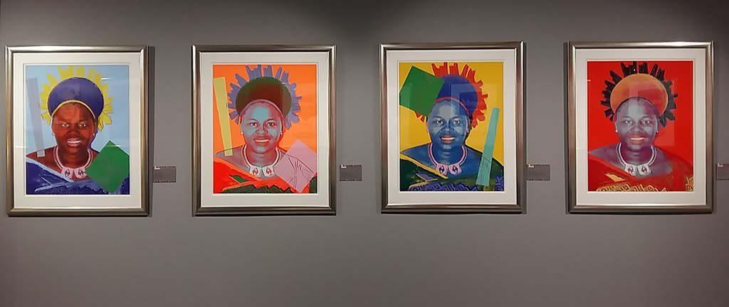 Andy-Warhol-Beurs-van-Berlage-Amsterdam-serie-Reigning-Queens-Koning-NtombiTwala-van-Swaziland-1985-foto-Wilma-Lankhorst