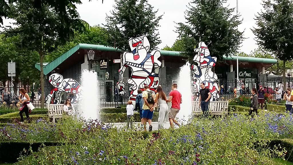 Jean-Dubuffet-beelden-Hourlopue-cyclus-in-Rijksmuseum-tuinen-welcome-Parade-foto-Wilma-Lankhorst