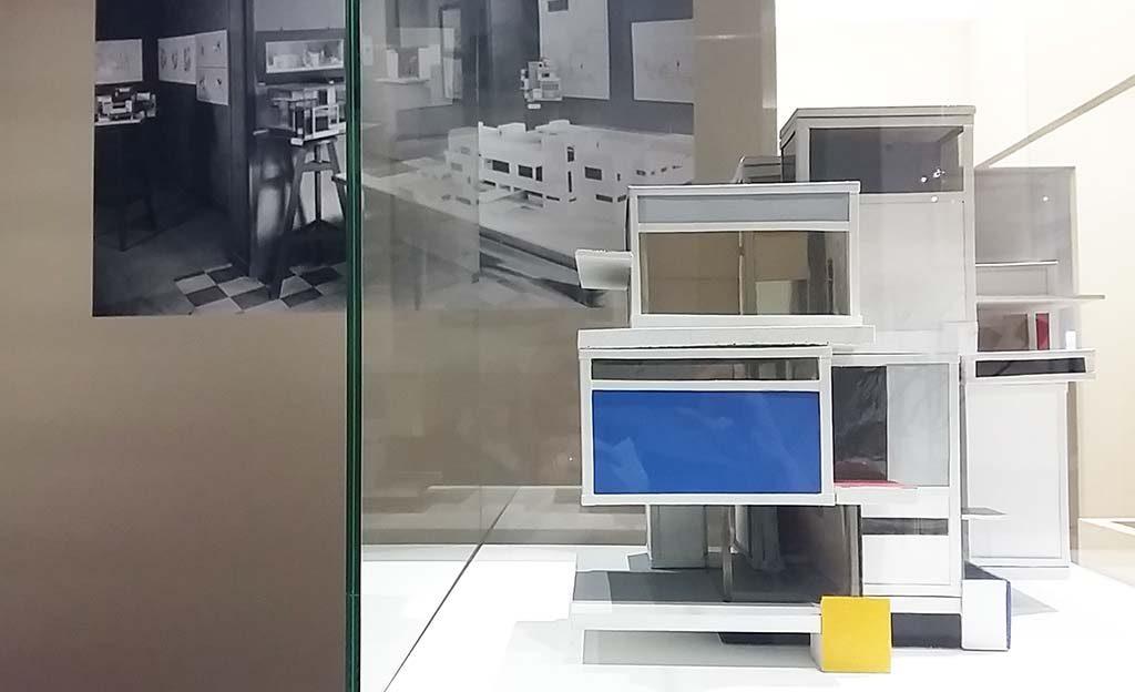 Architectuur-en-Interieur-Gemeentemuseum-Den-Haag-Maison-dArtiste-1923-Theo-van-Doesburg-schets-en-foto-foto-Wilma-Lankhorst