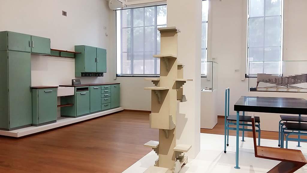 Architectuur-en-Interieur-Gemeentemuseum-Den-Haag-l.-Bruynzeel-keuken-foto-Wilma-Lankhorst
