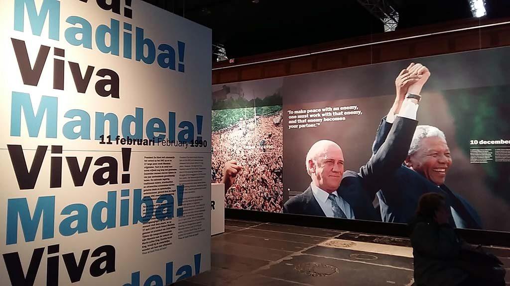 We-have-a-dream-Mandela-en-De-klerk-Nobelprijswinnaars-1993-foto-Wilma-LAnkhors