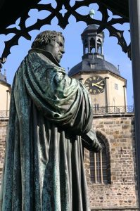 Luther Wittenberg-Marktplein-Lutherdenkmal-Copyright-WittenbergKultur-e.V.-Tourist-Information-Lutherstadt-Wittenberg