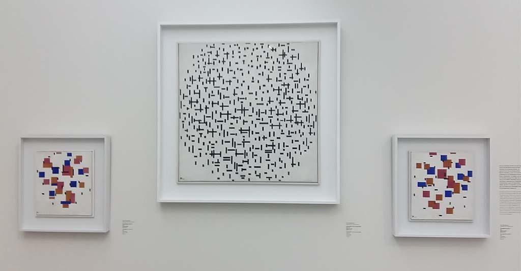 Mondriaan-drieluik-Compositie-10-in-zwart-wit-foto-Wilma-Lankhorst