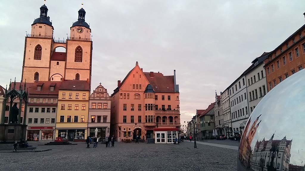 Wittenberg-de-Markt-bij-avondlicht-foto-Wilma-Lankhorst.