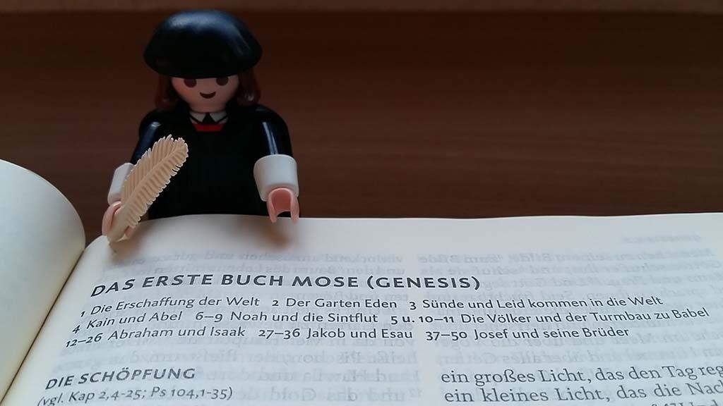 Wittenberg-in-het-Luther-hotel-ligt-de-bijbel-voor-je-klaar-foto-Wilma-Lankhorst