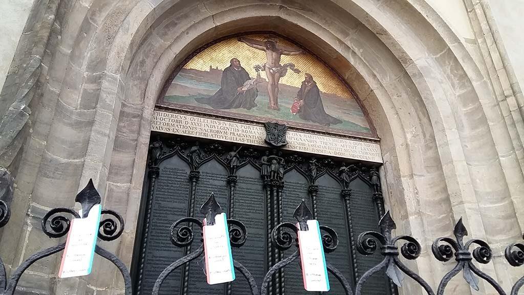 Wittenberg-nieuwe-stellingen-aan-de-deur-van-de-slotkerk-foto-Wilma-Lankhorst