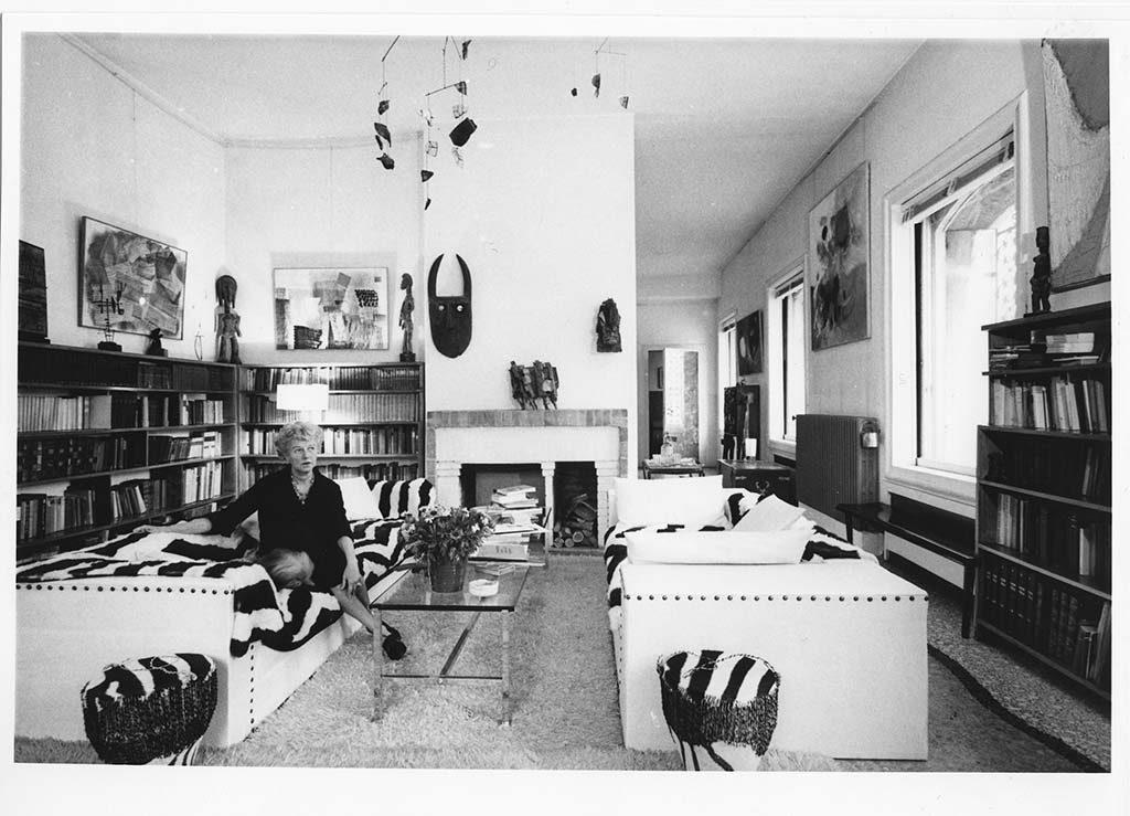 Peggy Guggenheim in-haar-woonhuis-museum-in-Venetie-1960-foto-Solomon-Guggenheim-Foundation