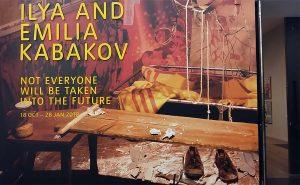 Ilya-and-Emilia-Kabakov-Tate-Modern_entree-tentoonstwlling-foto-Wilma-Lankhorst